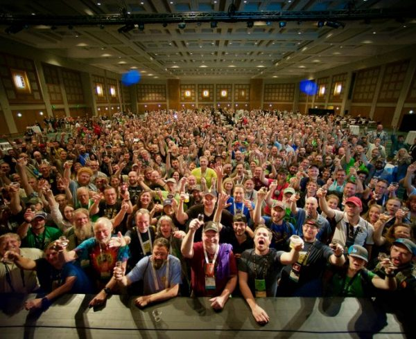Homebrew Con crowd 2017 cheering and toasting with glasses raised